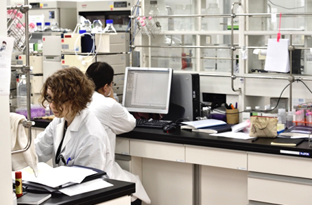 Photograph of a laboratory at GlyTech, Inc.